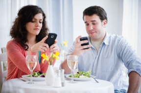31-couple-texting.w710.h473