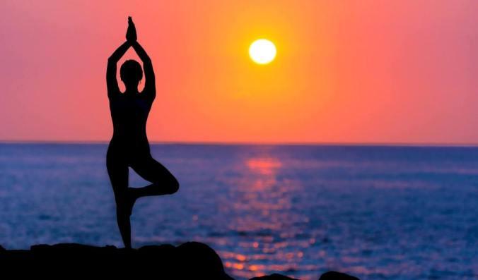 backlit-beach-dawn-588561.jpg